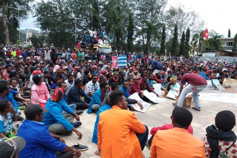 Aktivitas masyarakat di Kabupaten Fakfak kembali normal