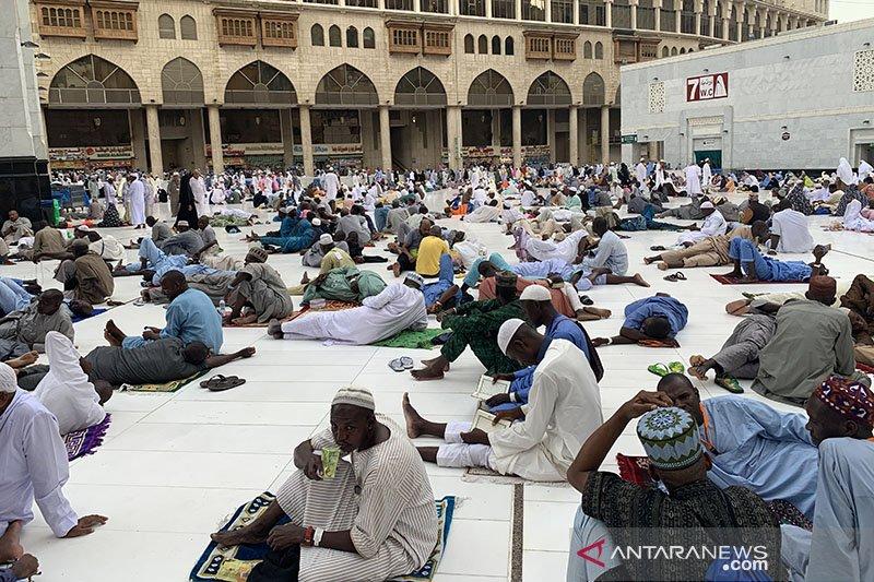 Suasana di sekitar Masjidil Haram