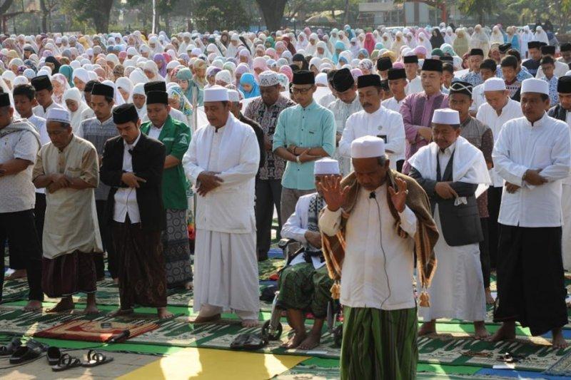 Ribuan warga Lebak Banten shalat minta hujan