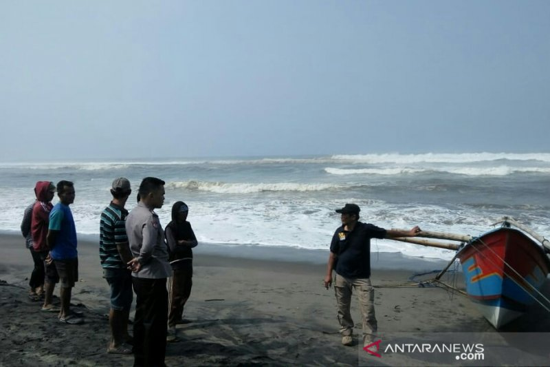 Dua nelayan tenggelam di Cianjur masih dicari tim SAR gabungan