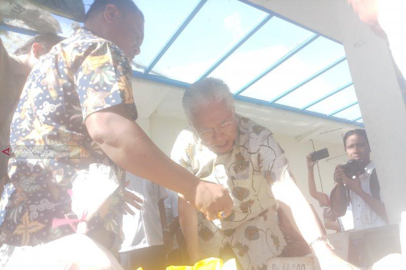 Menteri Perdagangan pantau harga bahan pokok di pasar Kupang