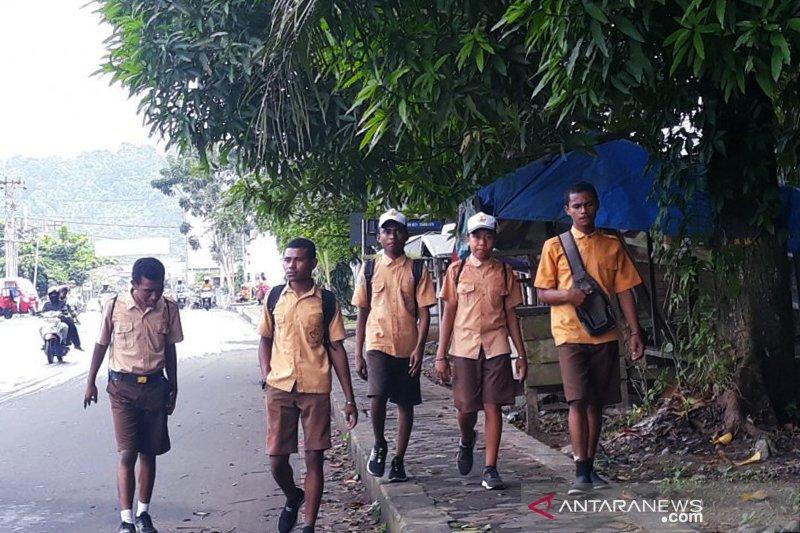 Pelajar di Manokwari sudah masuk sekolah, tetapi belum optimal
