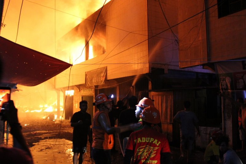 Begini kronologis kebakaran Pasar Terapung Tembilahan