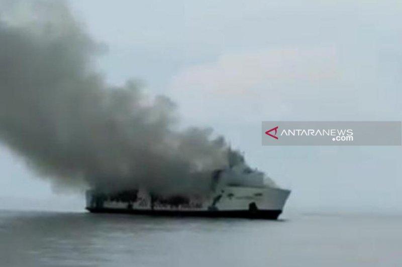 KM Santika Nusantara bermuatan 111 penumpang terbakar di perairan Masalembu