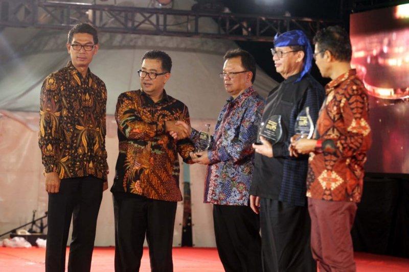 Berkat JQR, Ridwan Kamil terima Penghargaan Kepala Daerah Inovatif 2019