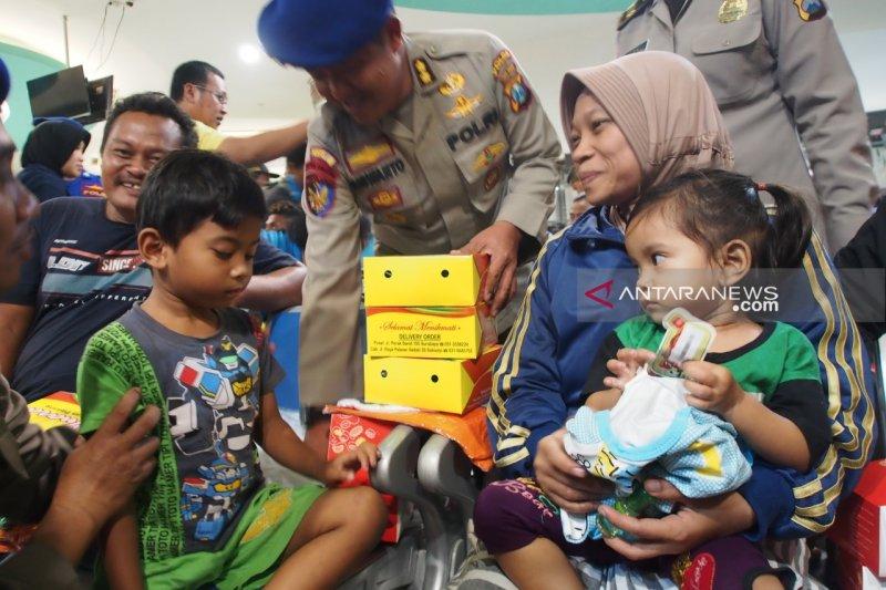 70 korban selamat KM Santika Nusantara tiba di Surabaya