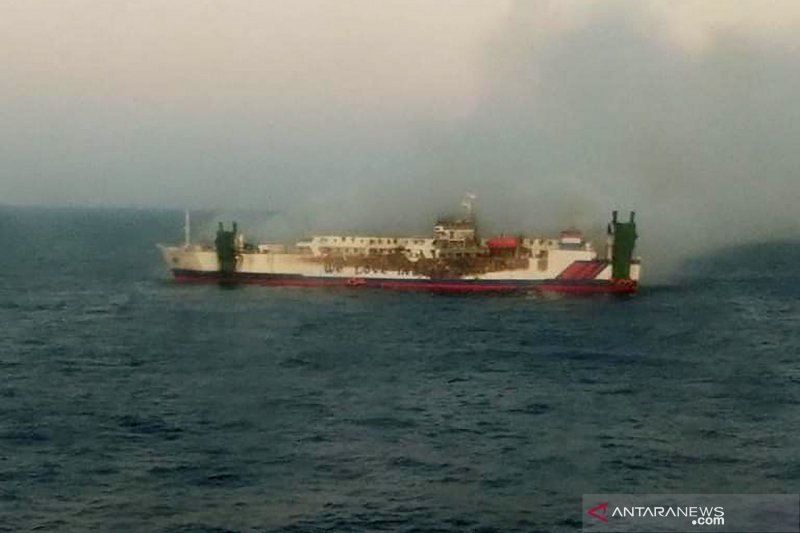KM Santika Nusantara terbakar di perairan Masalembo