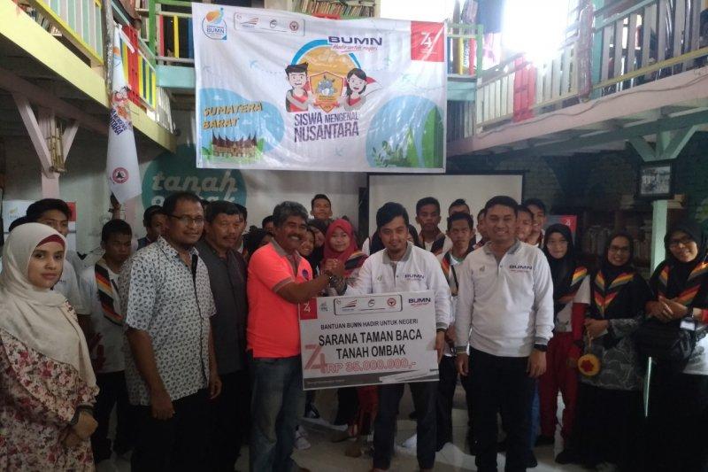 BUMN Hadir Untuk Negeri bantu taman baca Tanah Ombak di Padang