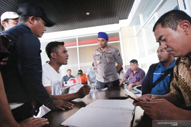 Keluarga korban KM Santika Nusantara datangi posko terpadu di Tanjung Perak