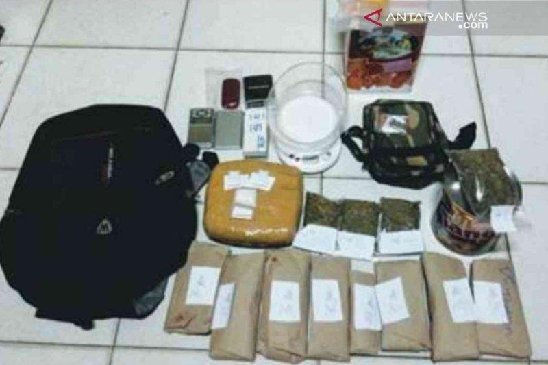 Polisi Bekasi tangkap pengedar ganja dan sabu