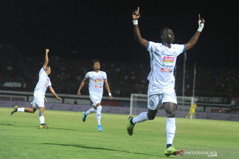 Persipura Ditahan Imbang Arema FC 2-2 di Stadion Aji Imbut