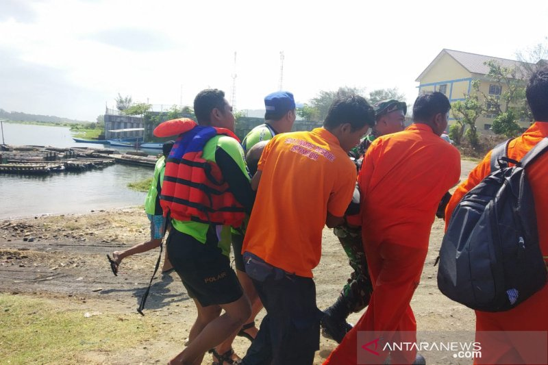 Satu penerjun payung Jogja Air Show di Parangtritis gagal mendarat
