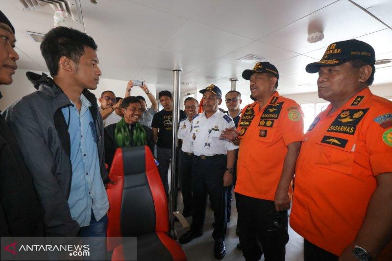Nelayan Lamongan selamatkan dua penumpang KM Santika yang terbakar