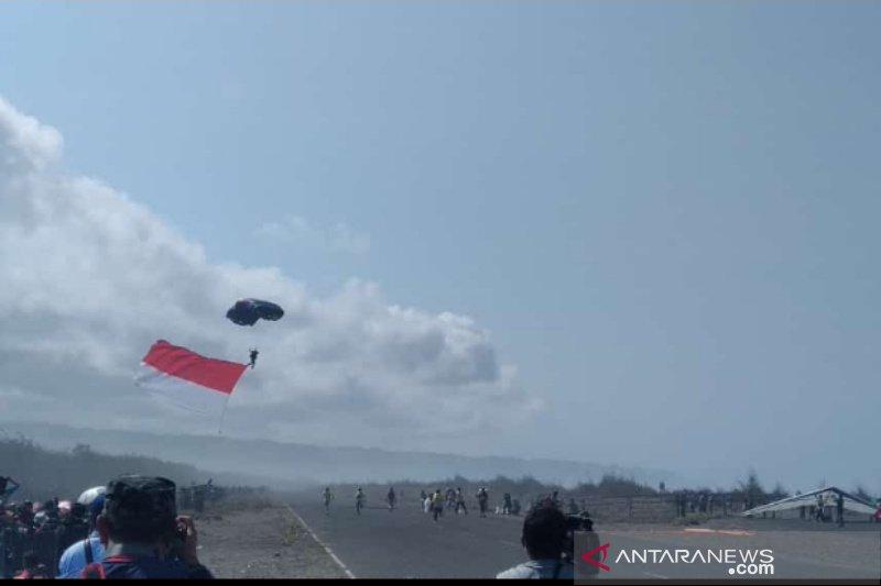 Jogja Air Show 2019 buat rekor tarik banner seribuan meter lebih