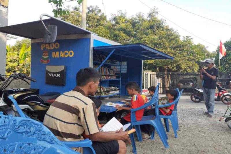 Guru honorer Cirebon buka perpustakaan keliling demi SDM meningkat