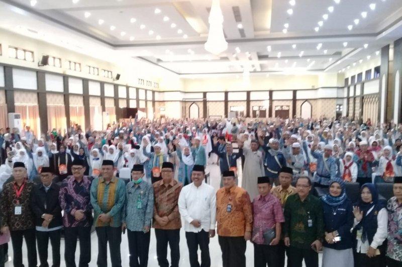 Jamaah haji kloter 10 asal Sulawesi Barat  tiba di Makassar