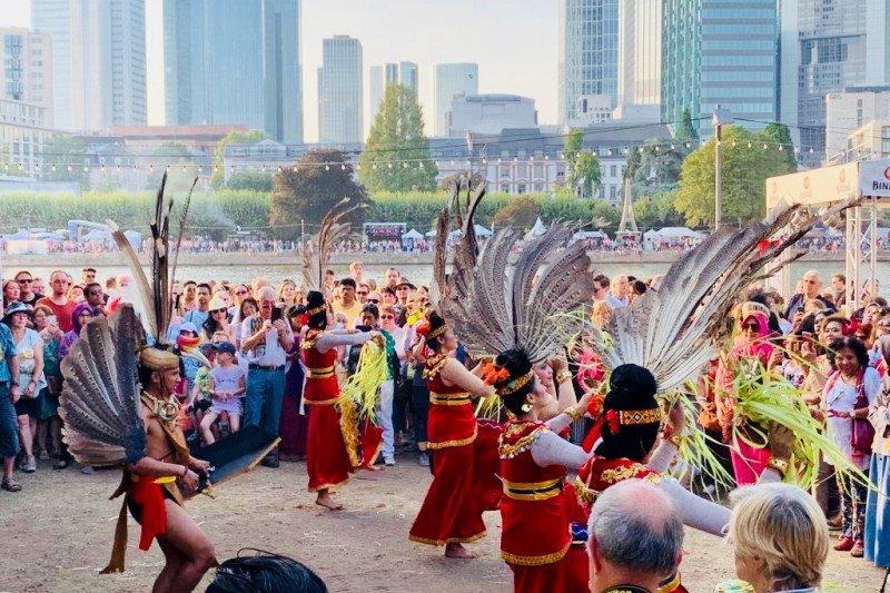 Budaya  Papua tampil di  Museum der Weltkulturen  Frankfurt