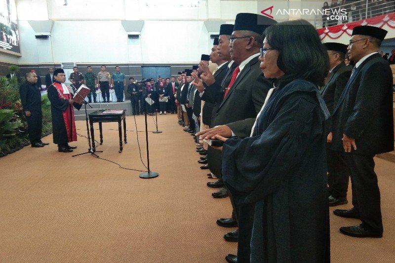 35 anggota DPRD Kendari diambil sumpahnya