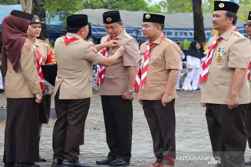 Wabup Lamandau dapat penghargaan Lencana Darmabakti dari Gubernur