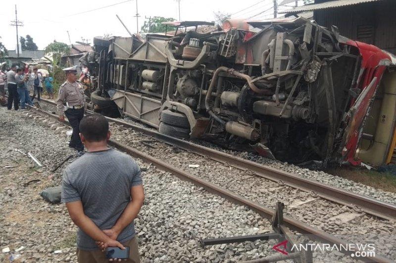 Kecelakaan di Karawang, KAI Cirebon meminta maaf karena perjalanan kereta terlambat