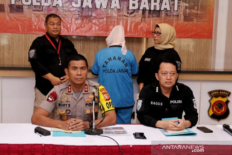 Polisi ungkap perempuan yang membunuh suami dan anak tiri di Sukabumi