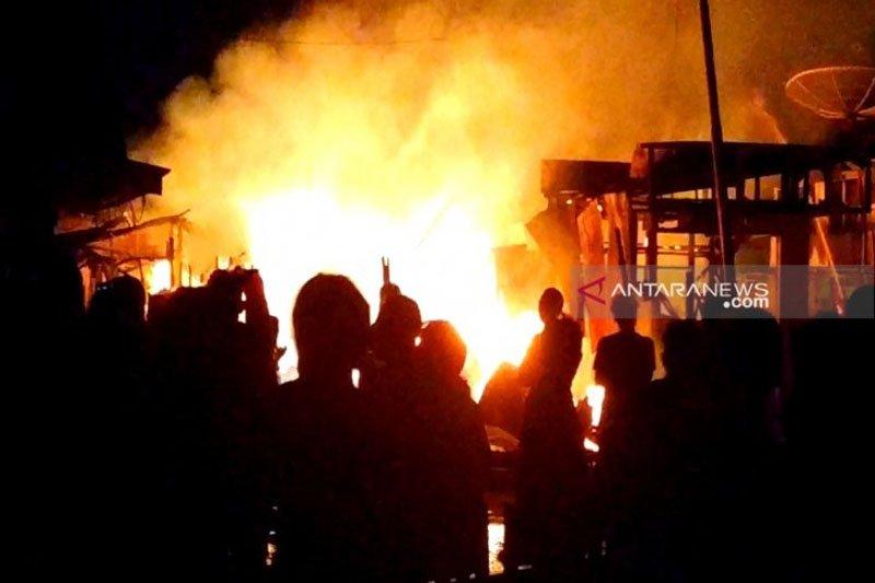 Rumah kawasan padat penduduk di Sampit terbakar