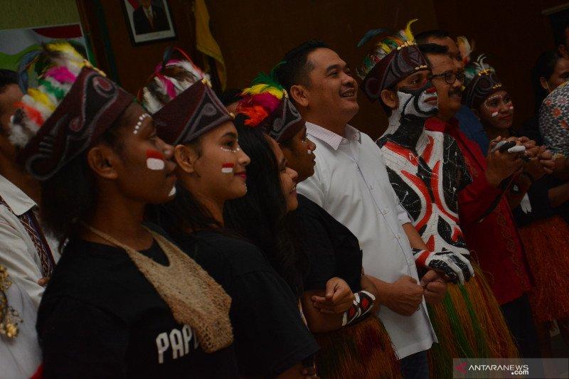 Pentas seni budaya Papua dan doa lintas iman di Jombang