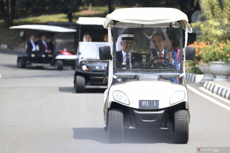 Presiden Jokowi ajak Raja Malaysia keliling Kebun Raya Bogor