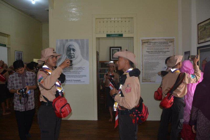Peserta KBN 2019 antusias abadikan sejumlah lokasi bersejarah di Padang Panjang