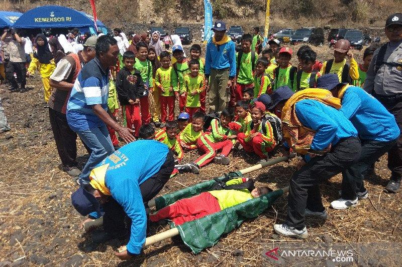 Ratusan warga ikuti simulasi bencana letusan Gunung Guntur
