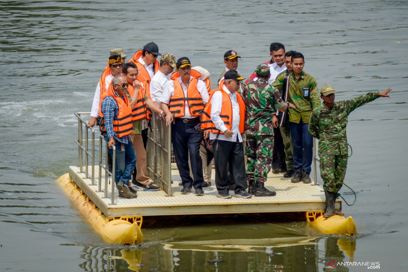 Menko Maritim tinjau program normalisasi Sungai Citarum