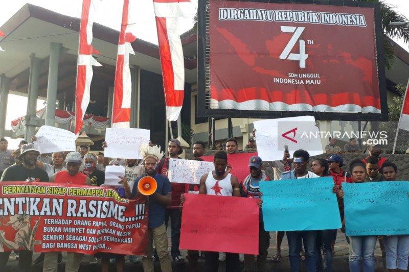 Tolak rasisme, mahasiswa-pelajar Papua demonstrasi di Jember