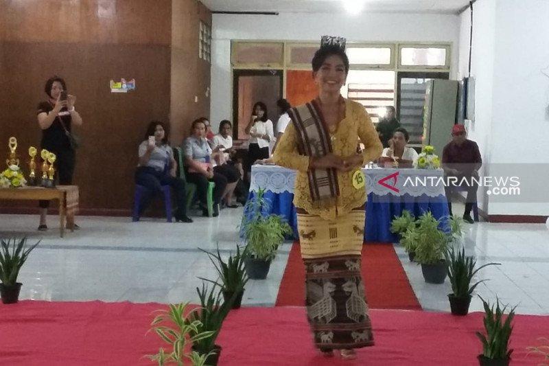 Puluhan lansia ikut lomba peragaan busana di Kupang
