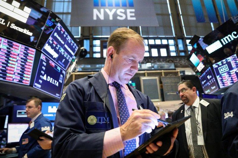 Wall Street ditutup turun tertekan atas kekhawatiran resesi dan data suram