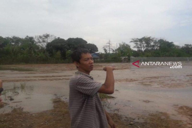 Warga Bungur Baturaja  diterjang banjir berlumpur