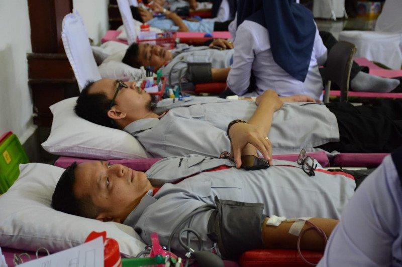Semen Padang gelar donor darah untuk karyawan