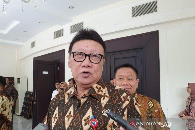 Jokowi tunjuk Tjahjo Kumolo merangkap jadi Plt Menkumham