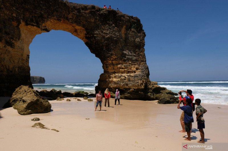 Wisata alam Pantai Mbawana