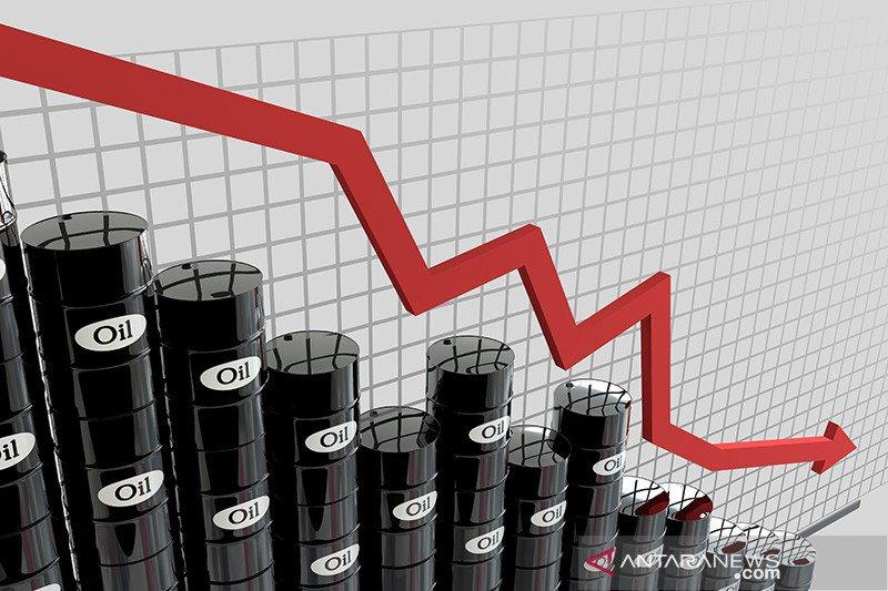 Minyak turun karena kekhawatiran perdagangan dan kenaikan dalam sepekan