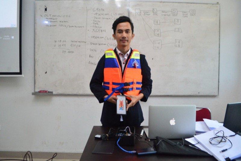 Jaket pelampung terhubung ke GPS buatan mahasiswa ITTP