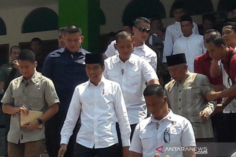 Jokowi shalat Jumat di Masjid An Nuur Magelang