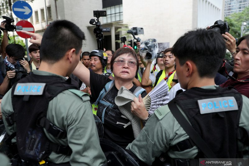 Pemrotes berencana kacaukan bandara Hong Kong pada Minggu