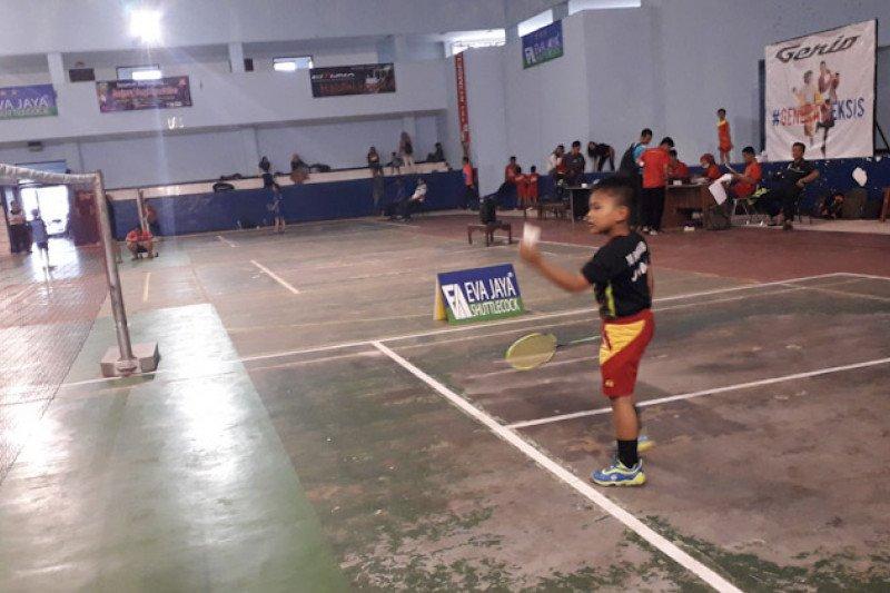 Pebulutangkis murid SD masuk semi final Bandarlampung Cup II