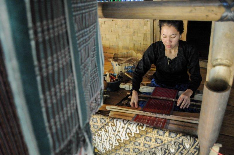 Perajin Baduy pasarkan produknya melalui media sosial