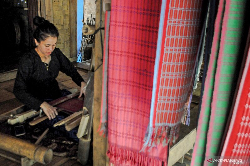 Tenun Baduy dipasarkan melalui medsos