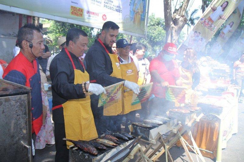 Festival ikan asap di Probolinggo memecahkan rekor MURI