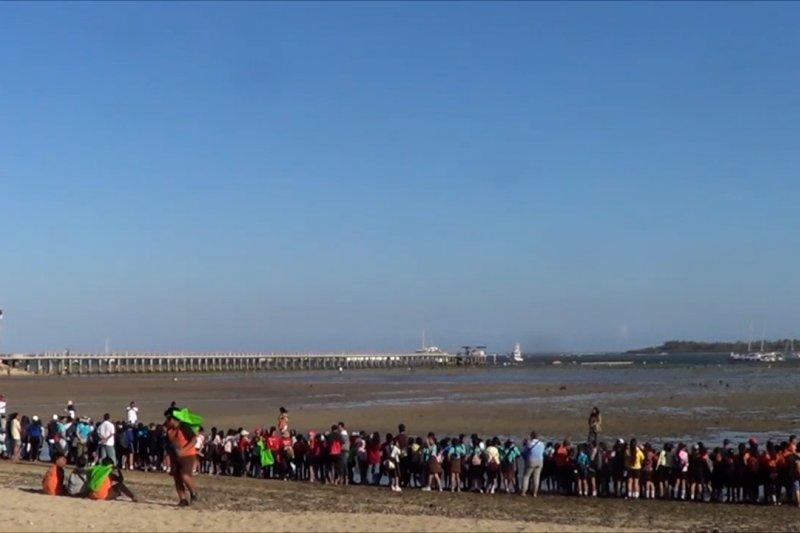 Ratusan pelajar di Bali ikut Menghadap Laut