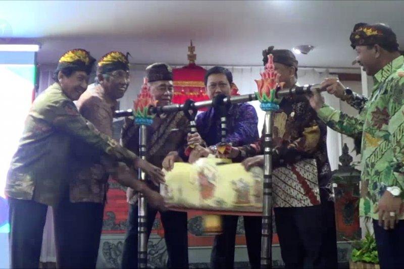 Menristekdikti perkenalkan rektor asing pertama di Indonesia