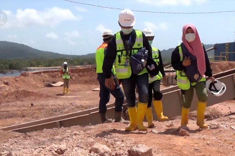 Siswa asal Kendari kunjungi pengolahan biji timah di Belitung Timur