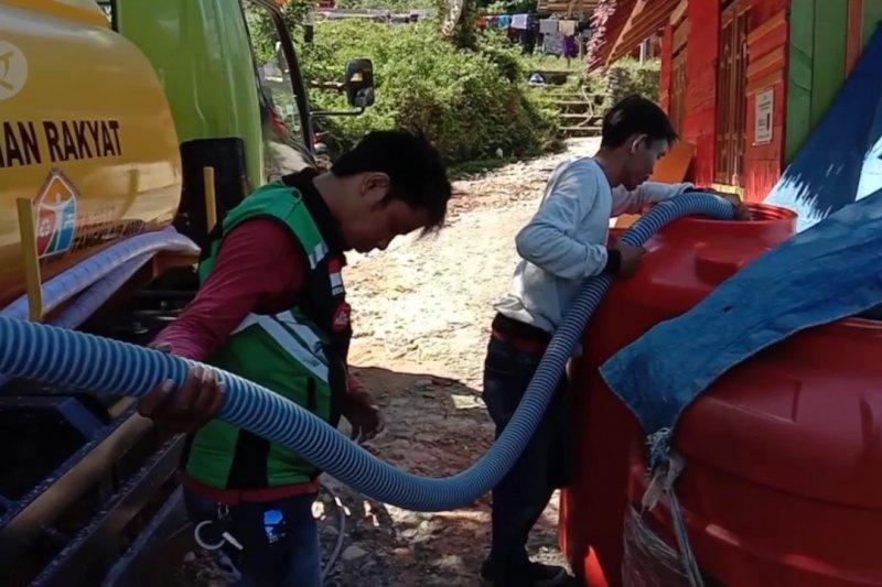 Distribusi air bersih Kemen PUPR di lokasi banjir Sigi